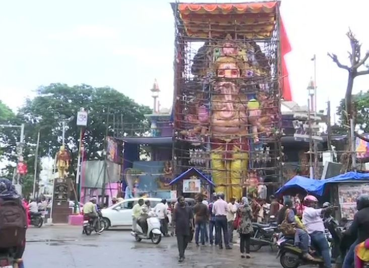 The statue being constructed by the Ganesh Utsava Committee in Hyderabad