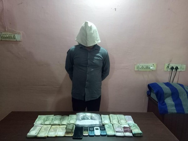Drug peddler with 300 gm brwon sugar, 5 moible and 2.14 lakhs cash