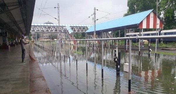 Heavy rain leads to water-logging in railway tracks in Prayagraj