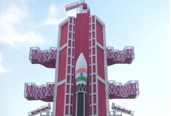 Pandal inspired by Chandrayaan-2 built-in Varanasi