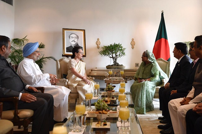 Former prime minister Manmohan Singh and Congress chief Sonia Gandhi met Bangladesh Prime Minister Sheikh Hasina