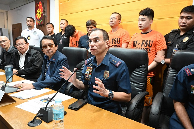 Philippine police arrests over 500 Chinese workers