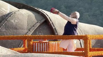 Prime Minister Narendra Mod pays tribute to Sardar Vallabhbhai Patel