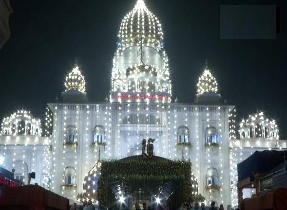 Hundreds of devotees flock to Gurudwara Bangla Sahib in New Delhi early on Tuesday on Guru Purab