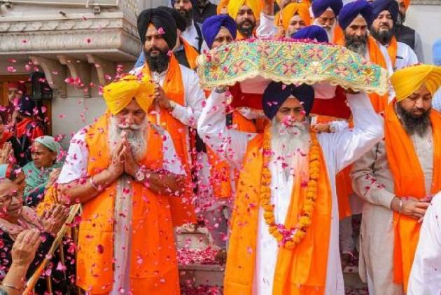Devotees thronged the Gurudwara Harmandar Sahib