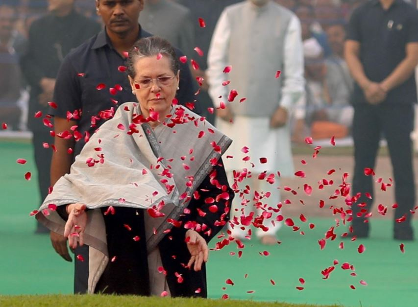 Sonia Gandhi paying tribute to India's first Prime Minister Jawaharlal Nehru