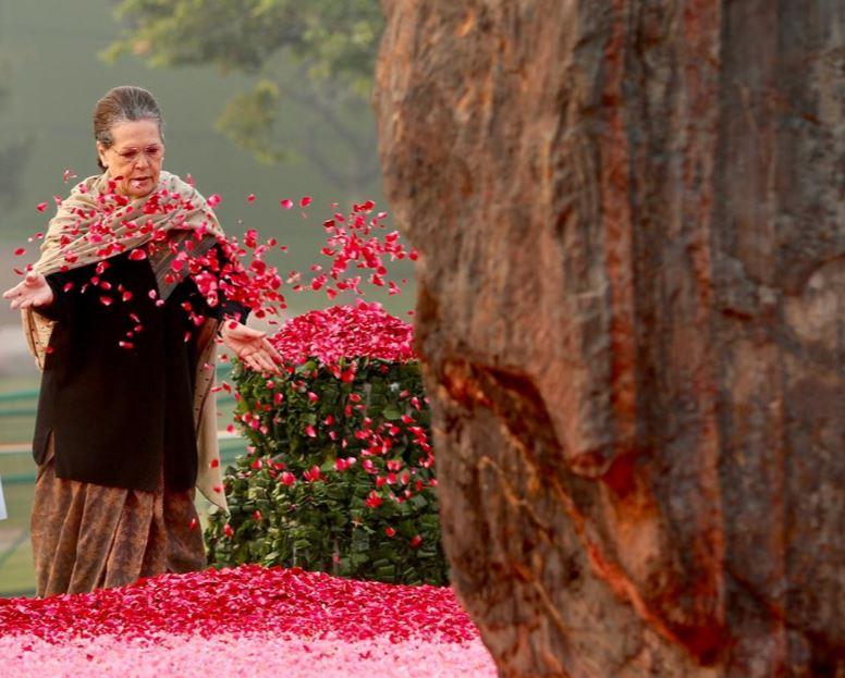Sonia Gandhi pays tribute to late Prime Minister Indira Gandhi on her birth anniversary at Shakti Sthal