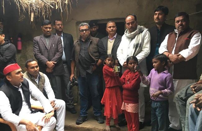 Samajwadi Party president Akhilesh Yadav visits Unnao rape victim's house