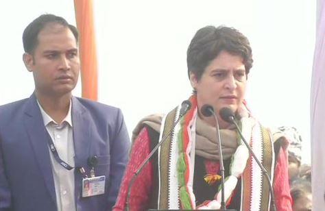 Congress leader Priyanka Gandhi addressing the rally in Lucknow