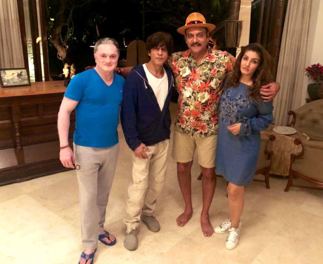 Ravi Shastri with Shah Rukh Khan, Raveena Tandon and Gautam Singhania