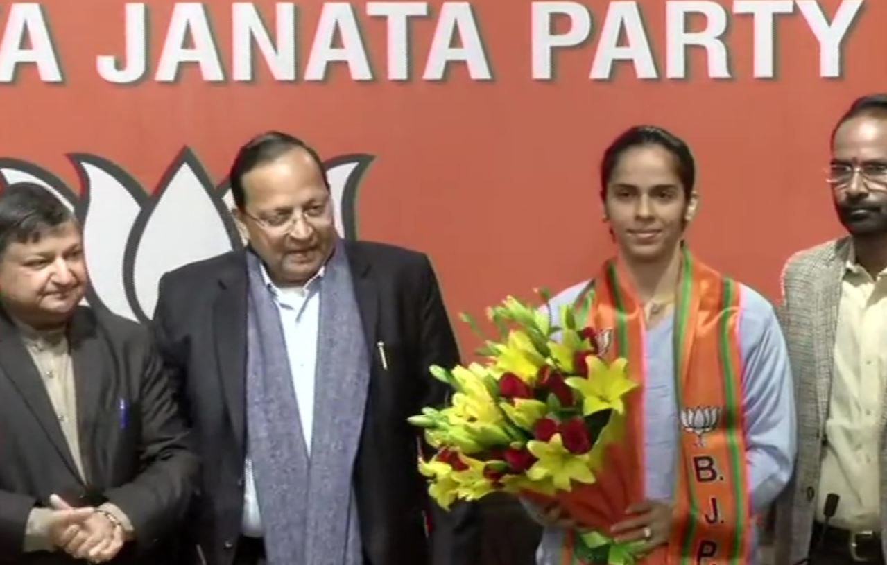 Badminton Player Saina Nehwal joins BJP in the presence of Party's National General Secretary Arun Singh