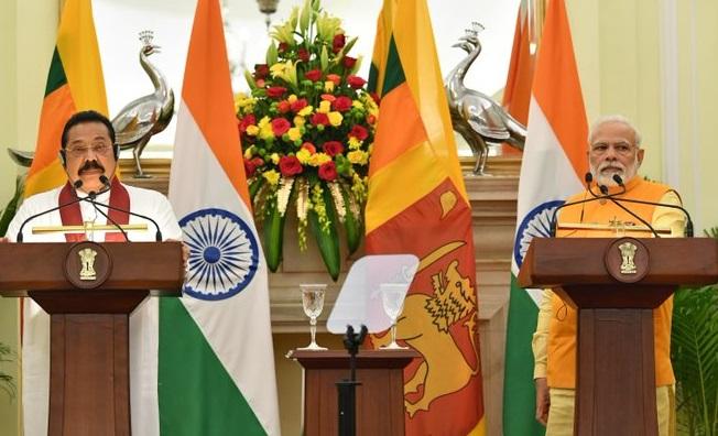 Prime Minister Narendra Modi and Sri Lankan Prime Minister Mahinda Rajapaksa