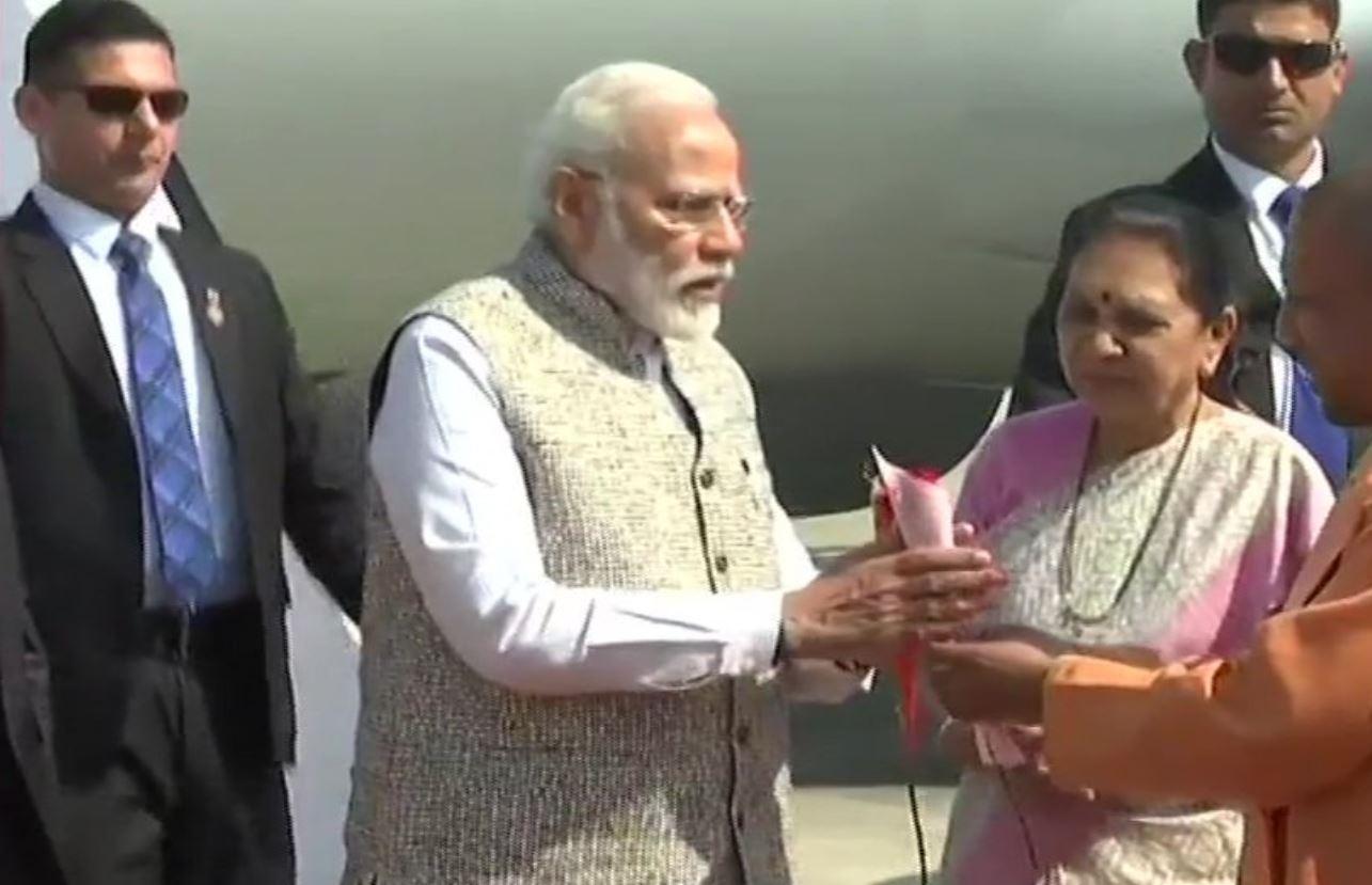 Prime Minister Modi arrives in Varanasi