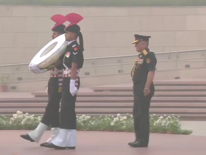 CDS Gen Bipin Rawat paying tribute at National War Memorial