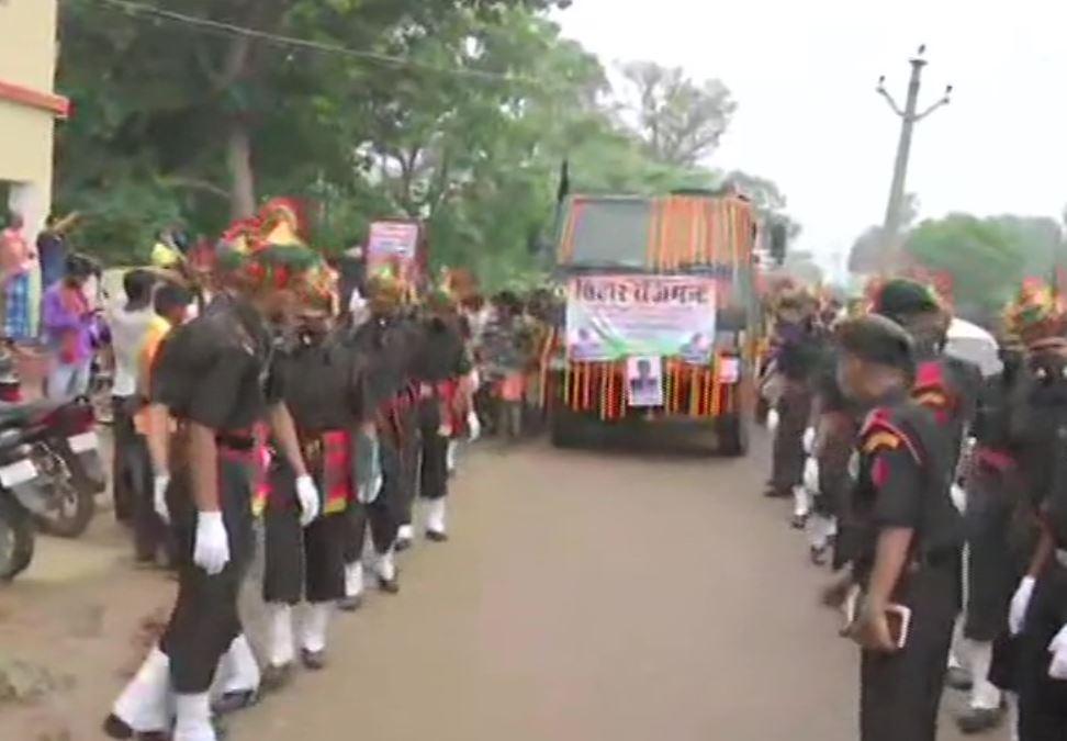 Mortal remains of Havaldar Sunil Kumar being taken for last rites
