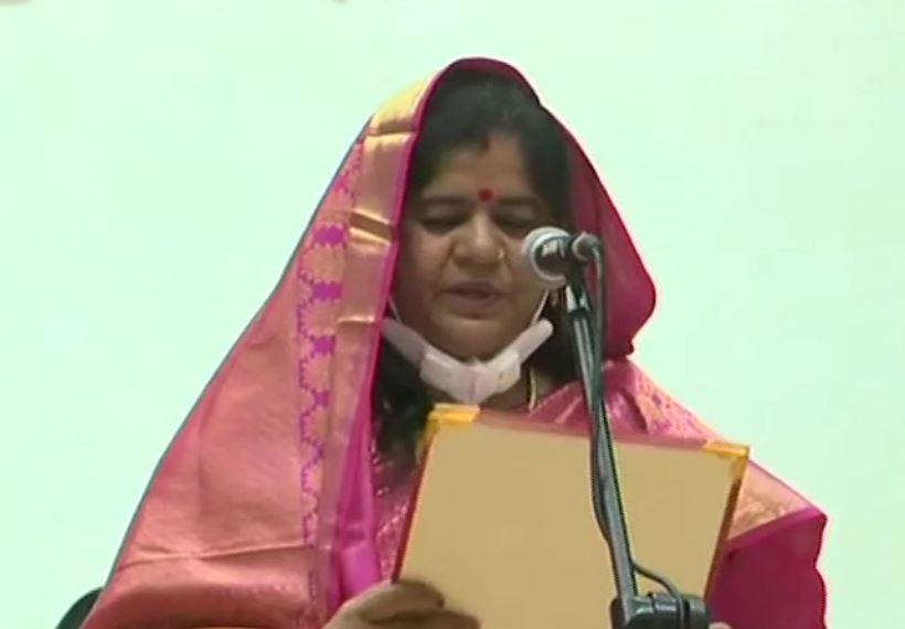 Imarti Devi taking oath