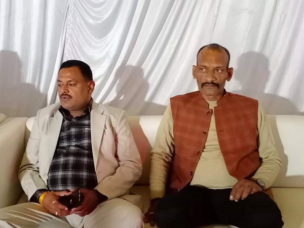 Arvind Ramvilas Trivedi (right) with gangster Vikas Dubey (left).
