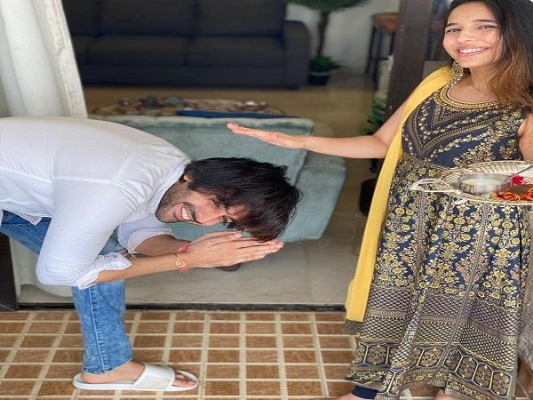 Kartik Aryan With his Sister