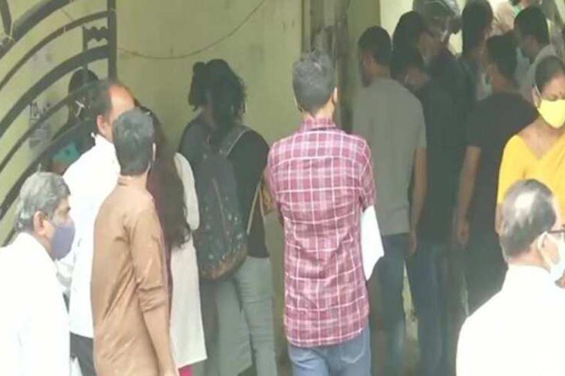 UPSC aspirants arrive at an examination centre