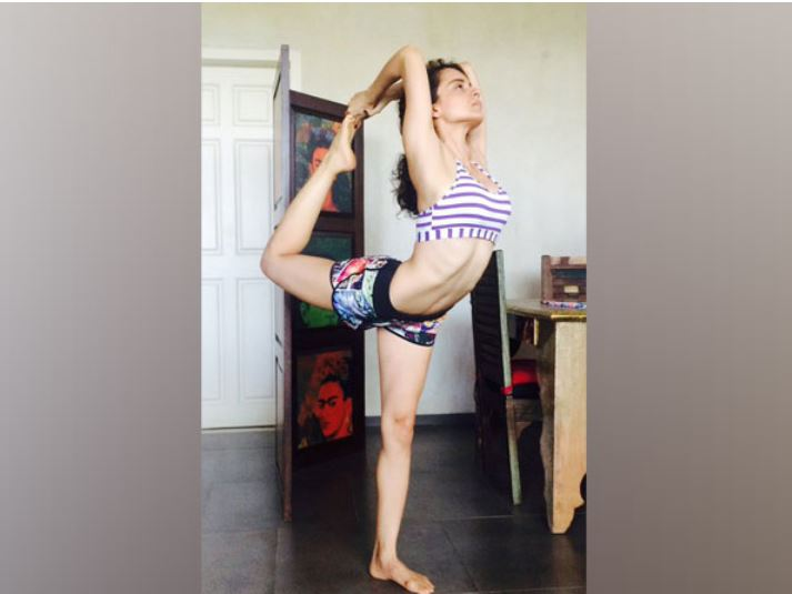 The 'Queen' actor performing a Yoga