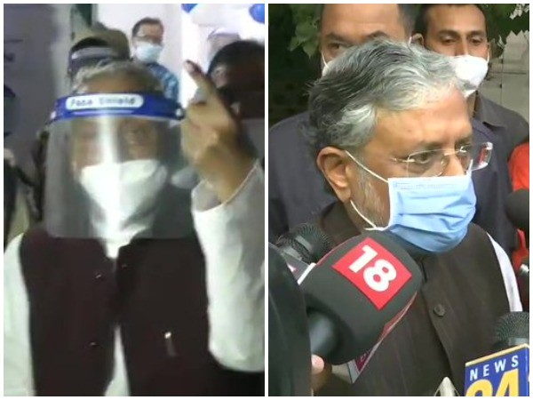 Bihar Governor Phagu Chauhan and Deputy Chief Minister Sushil Kumar Modi