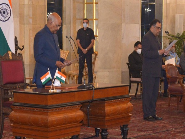 President Ram Nath Kovind administering the oath of office to Yashvardhan Kumar Sinha.
