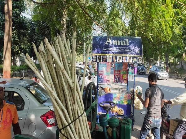 Ice cream and juice sellers stood outside Tejashwi Yadav's home to reap benefits of crowd gathering post results on Tuesday.