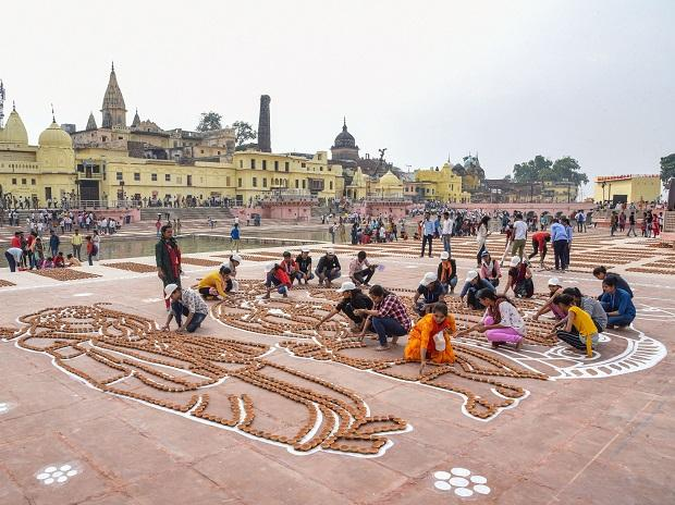 People working for Deepotsav occasion in Ayodhya