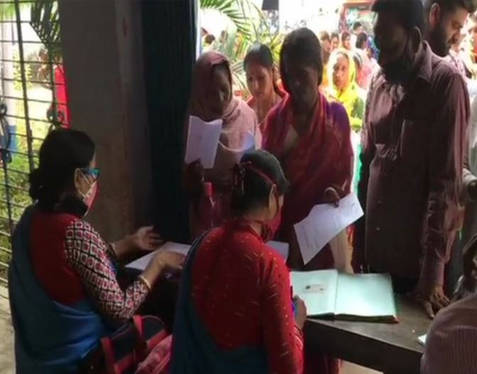 Several gathered at camps in Asansol in West Bengal to apply for government schemes