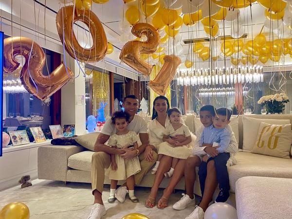 Cristiano Ronaldo Celebrates New year with family