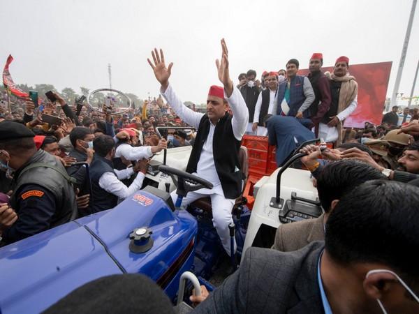 Samajwadi Party president and former Uttar Pradesh Chief Minister Akhilesh Yadav during a tractor rally. (Picture source: Twitter/Akhilesh Yadav)