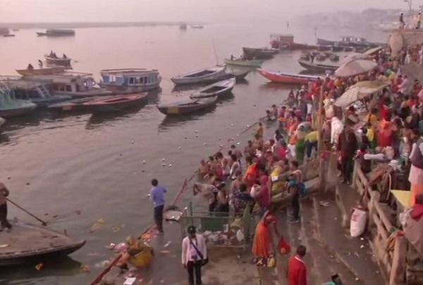 Devotees take holy dip in Ganga