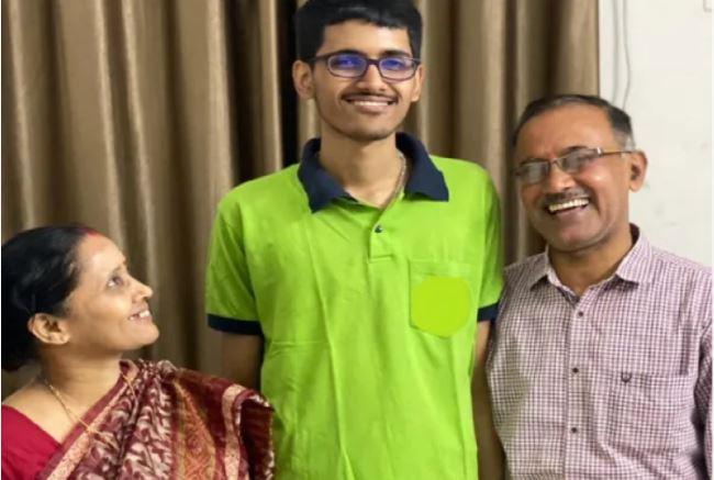 Saket Jha with his parents