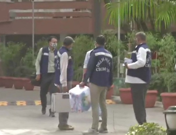 Police Team Outside the resident of BJP MP Ram Swaroop Sharma