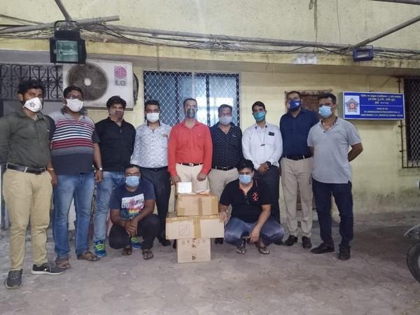 Mumbai Police with the accused
