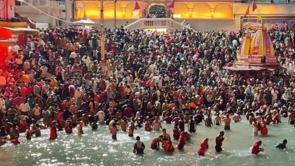 Devotees participate in third 'Shahi Snan' in Haridwar