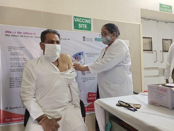 Man getting vaccinated