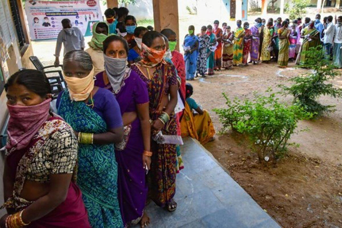 People standing line to caste their vote