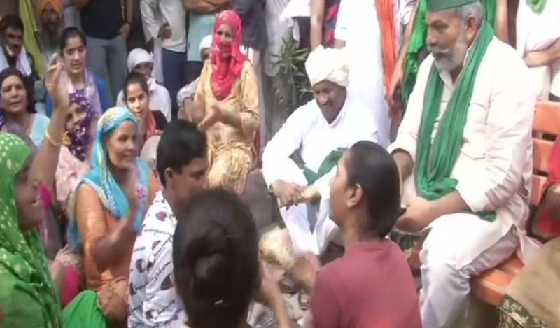 Bharatiya Kisan Union (BKU) leader Rakesh Tikait with farmers sitting on dharna in Haryana's Fatehabad.