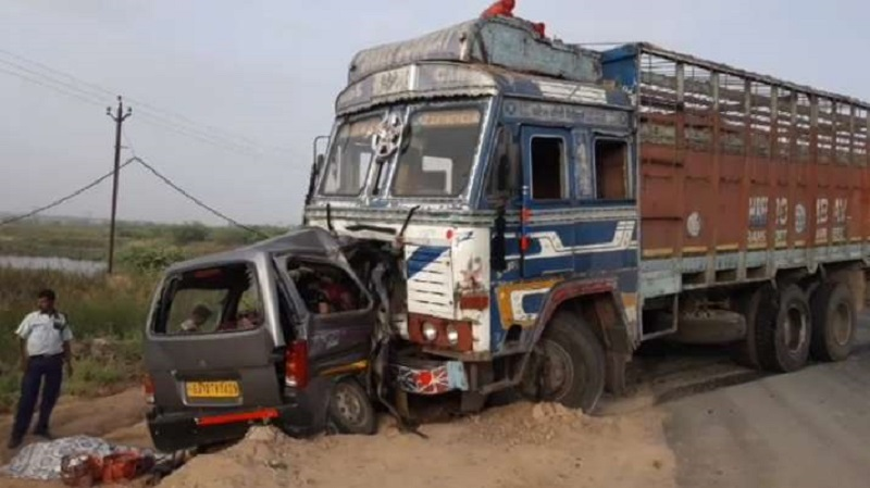 10 killed in car-truck collision