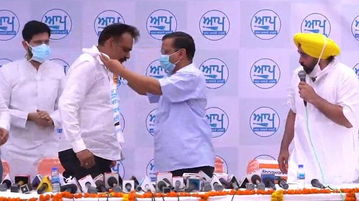 Former IPS officer Kunwar Vijay Pratap Singh joined AAP