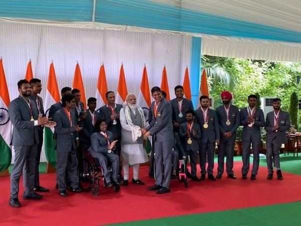 PM Modi meets Indian contingent