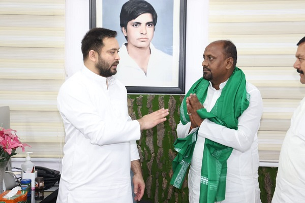 Independent candidate joins RJD